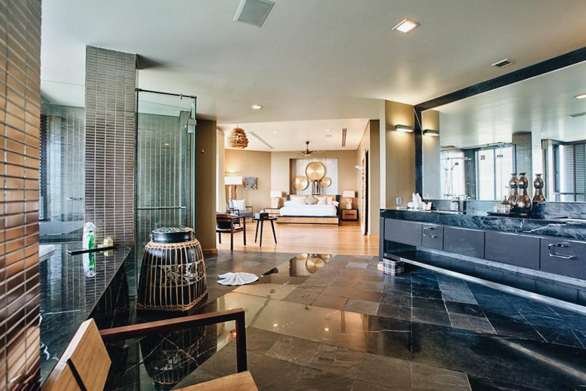Villa Skyfalls master suite